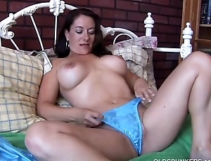 Sexy MILF is tune piping hot