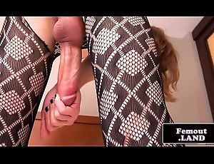 Attracting tranny crude enjoys the brush unescorted coming out